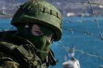 """""""Đội quân mặt nạ"""" chiếm thêm 1 căn cứ quân sự ở Crimea"""