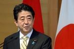 """Thủ tướng Nhật Bản chỉ trích Nga """"sáp nhập trắng trợn"""" Crimea"""