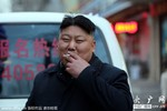 Ảnh: Người bán thịt xiên nướng giống đặc Kim Jong-un