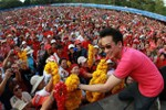 Thái Lan: Con trai Thaksin đề xuất bầu Thủ tướng tạm thời