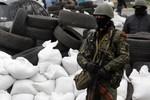 Chiến binh thân Nga chiếm thêm 1 đồn cảnh sát Đông Ukraine