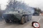 Hàng chục xe quân sự Nga tập kết gần biên giới Ukraine