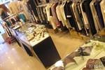 Cửa hàng quần áo Bắc Kinh treo biển cấm người Trung Quốc