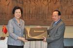 5 cựu Đại sứ Trung Quốc đi thăm Campuchia