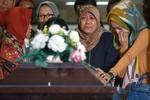Tang lễ nạn nhân đầu tiên của máy bay AirAsia gặp nạn