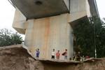 Cây cầu Hữu nghị Trung Quốc-Campuchia lộ chân không móng?