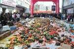 Mời dân đập nát 4 tấn dưa hấu khi phát hiện 1 lô nhiễm thuốc trừ sâu