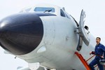Biển Đông căng thẳng, Trung Quốc kéo máy bay ném bom ra giễu võ dương oai