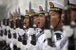Hoàn Cầu: Trung Quốc nên tập trung lực lượng (phi pháp) ra Trường Sa chống Mỹ