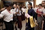 Bà Aung San Suu Kyi cảnh báo các nghị sĩ NLD vừa trúng cử