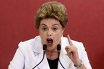 """Tổng thống Brazil bị truất quyền làm sao phá thế """"ngồi chơi xơi nước""""?"""