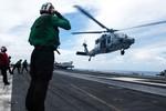 Tham mưu trưởng Hải quân Hoa Kỳ thị sát tàu sân bay ở Biển Đông