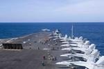 Ngay trước tết Mậu Tuất, cụm tàu sân bay Mỹ USS Carl Vinson đã đến Biển Đông