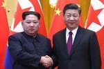 """2 ông Kim Jong-un, Tập Cận Bình bàn nhau về """"canh bạc"""" với ngài Donald Trump"""