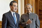 Tiến sĩ Mahathir cố gắng hủy 2 dự án vay Trung Quốc, tin tặc tấn công Malaysia
