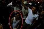 Video: Cả trăm người dân vây bắt nhóm cướp xe taxi táo tợn ở Hà Nội