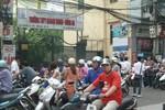 Muôn cảnh chờ con thi vào lớp 10 ở Hà Nội