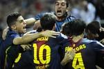 Sevilla 2-3 Barca: Trọng tài giúp Barca ngược dòng thành công?