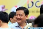 """Bộ trưởng Đinh La Thăng """"vi hành"""" các điểm người dân đổi mũ bảo hiểm"""