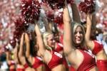 Cuồng nhiệt các hoạt náo viên bóng bầu dục đại học