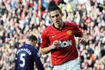 M.U 2-1 Arsenal: Thẻ đỏ, penalty, Van Persie 'nổ', và M.U thắng