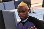 Thời trang tóc Balotelli: Vàng, đen, vàng, đen... và giờ lại vàng