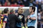 Real Madrid 2-1 Barcelona: Thủng lưới trận thứ 13, Valdes ăn thẻ đỏ