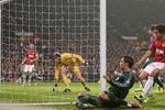 M.U 1-2 Real Madrid: Nani ăn thẻ đỏ, Quỷ đỏ thua tức tưởi