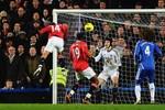 Chelsea sống nhờ tiền vệ, M.U ghi bàn từ khắp nơi