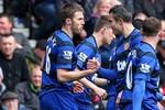 Stoke 0-2 M.U: Van Persie hết tịt ngòi, Man đỏ gia tăng cách biệt