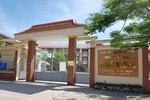Ở trường Hùng Vương, bán hồ sơ tuyển sinh kèm đơn tài trợ giáo dục