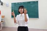 Cô Hoa sáng tạo dùng lá cây khô đưa vào tiết dạy mỹ thuật