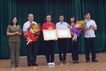 Bộ Giáo dục và Đào tạo trao bằng khen vượt khó tặng 2 học sinh Hải Phòng