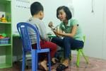 Cô giáo trẻ Đỗ Thị Thúy nặng lòng với những đứa trẻ đặc biệt