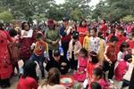 Trường Tiểu học Đông Hải 2 tổ chức cho học sinh gói bánh chưng dịp Tết