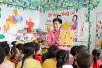 Xem thầy giáo mầm non 'độc nhất' huyện chăm trẻ