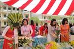 Nữ giáo viên tỉnh Thái Bình trổ tài cắm hoa nghệ thuật