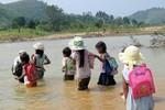 Chùm ảnh: Những nỗi khổ của học sinh Việt Nam (P1)