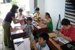 Bà giáo già nặng lòng 'gieo chữ' cho trẻ khuyết tật