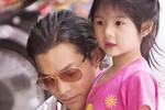 Chồng và con gái Trương Ngọc Ánh làm 'náo loạn' phố Trung thu