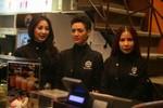 Nhóm nhạc 5 Dòng Kẻ đi bán cafe