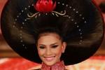 Cận cảnh áo dài hoa sen bằng tóc giá 200 triệu của Trương Thị May