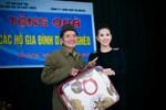 Hoa hậu Thu Hoài tặng nhà cho vợ chồng hiến 1000m2 đất làm đường