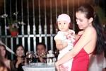 """Hoa hậu Thùy Lâm khoe con gái bụ bẫm tái xuất sau 4 năm """"ở ẩn"""""""