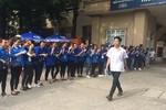 Thầy Thiên Ấn phấn khởi vì học sinh thi tốt, nhiều điểm 10