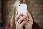 Ánh sáng xanh từ điện thoại có thể làm tổn thương đến mắt của bạn
