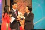 Chuyện cậu bé Đinh Văn K'Rể bắt tay Bộ trưởng tại Thay lời tri ân