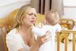 Làm gì khi trẻ sơ sinh bị trớ?