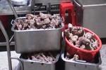 Phát hiện cơ sở chế biến nhiều tấn thịt bò khô từ thịt heo thối