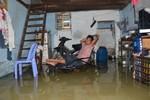 TP. HCM: Người dân đang vật lộn với dòng nước lụt